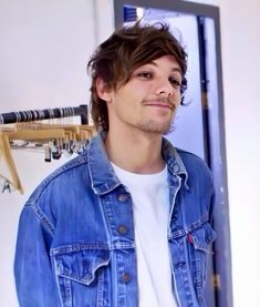 Image discovered by abigail. Find images and videos about one direction, and louis on We Heart It - the app to get lost in what you love. One Direction Louis Tomlinson, Rebecca Ferguson, Louis Tomlinsom, Louis And Harry, Nicole Scherzinger, Liam Payne, Zayn Malik, Pelo Indie, Girls Skate