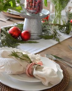 Christmas table ideas by @marycasachic
