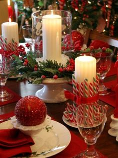 60 Most Popular Christmas Table Decoration Ideas. Decorating your table for Christmas can be as simple or as elaborate as you want to make it. But, there is one primary secret to Christmas table decor. Christmas Table Centerpieces, Christmas Table Settings, Christmas Tablescapes, Xmas Decorations, Christmas Candles, Centerpiece Ideas, Holiday Tablescape, Candle Centerpieces, Christmas Tabletop