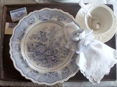 Cabin & Cottage :Gorgeous setting, love the beautiful cutwork napkin ~❥