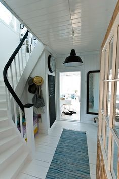 Looking for a Interieur Maison Scandinave Moderne. We have Interieur Maison Scandinave Moderne and the other about Maison Interieur it free. Industrial Home Design, Industrial House, Home Interior Design, Modern Hallway, Entry Hallway, Entryway, Foyer Design, House Design, White Floorboards