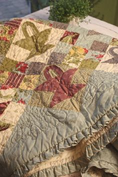Quilts blackbird on pinterest blackbird designs quilt for Tending the garden blackbird designs