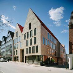 Ulrich-Gabler-Haus in Lübeck von Konermann Siegmund / Expressive Vitrine an der Marienkirche - Architektur und Architekten - News / Meldunge...