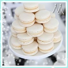 37 Delicious Macarons For Your Wedding - Wedding Philippines White Dessert Tables, White Desserts, Think Food, Love Food, Vanilla Macarons, Dessert Table Birthday, Macaron Tower, Cupcake, Le Diner