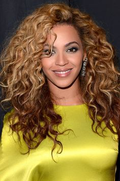 Curly long hair: Ask for long layers that start at the chin, like Beyoncé 's. The 15 Best Long Haircuts For EVERY Type of Texture via Haircuts For Curly Hair, Curly Hair Cuts, Long Hair Cuts, Long Curly Hair, Cool Haircuts, Big Hair, Curly Hair Styles, Natural Hair Styles, Natural Curls