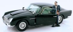 Aston Martin DB5 in British Racing Green colour! Scale model w/ JB 007 Bakelite figurine!
