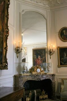 068-Grand cabinet de Mme Adélaïde Chateau On The Lake, Chateau Hotel, Corner Space, French Rococo, Palace Of Versailles, Victorian Design, Interior Decorating, Interior Design, French Interior