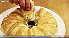 Vtipný způsob, jak připravit, upéci a pak servírovat slanou roládu plnou dobrot. Skládá se z listového těsta, plátků loveckého salámu, šunky, sýru, lístků bazalky, kozích rohů ... roláda servírovaná s mističkou s olivovým olejem dochuceným octem balsamico