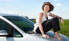 """Anno 1980: """"Zeg niet te gauw, 't is weer een vrouw"""". Deze sticker kleefde vaak op auto's. Anno 2016: """"Vrouwen betalen +-15% minder premie voor d autoverzekering dan mannen omdat ze minder schade veroorzaken in het verkeer & omdat ze vaak in auto's rijden waarvoor de premie lager ligt""""   LOL"""