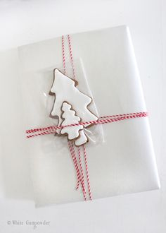 Making and Decorating Gingerbread Cookies - White Gunpowder Wrapping Ideas, Wrapping Gift, Creative Gift Wrapping, Christmas Gift Wrapping, Diy Christmas Ornaments, Gingerbread Decorations, Gingerbread Cookies, Holiday Gifts, Christmas Gifts