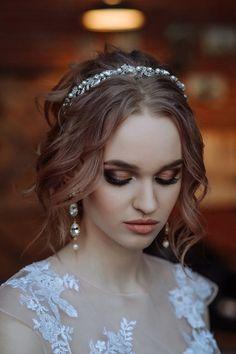 Wedding Tiara Veil, Bridal Hair Tiara, Short Bridal Hair, Wedding Tiaras, Hairdo Wedding, Wedding Hairstyles With Veil, Bridal Updo, Wedding Hair And Makeup, Royal Hairstyles