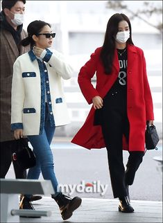 Jennie and Jisoo Blackpink Fashion, Korean Fashion, Winter Fashion, K Pop, Walk Alone, Hip Hop, Blackpink Jisoo, Airport Style, All About Fashion