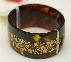 1810 tortoiseshell bracelet
