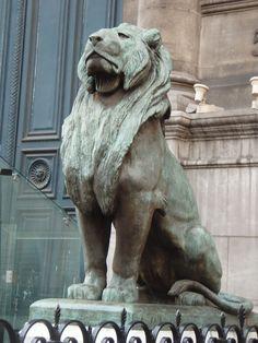 Proud Bronze Lion Statue Abstract Sculpture, Sculpture Art, Cassandra Dragon Age, Stone Lion, Lion Love, Black Lion, Stone Statues, Paris, Lion Art