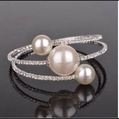 FINAL PRICE!FAUX PEARL & RHINESTONE BRACELET Silver plated. NO TRADES. NO MODELING. Jewelry Bracelets