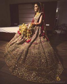 backless wedding dress no train Lehenga Wedding, Indian Bridal Lehenga, Pakistani Bridal Dresses, Indian Dresses, Wedding Dresses, Gold Lehenga Bridal, Lehenga Reception, Bridal Lenghas, Bollywood Bridal