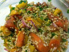 Roasted Pumpkin and Carrot Salad Author: Vanessa Recipe type: salad Cuisine. Vegan Breakfast Recipes, Delicious Vegan Recipes, Healthy Recipes, Healthy Salads, Healthy Food, Carrot Salad, Roast Pumpkin, Frugal Meals, Pumpkin Recipes