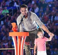 """Kids Sports Choice Awards 2015 """" I love that girl! Basketball History, I Love Basketball, Ryan Curry, The Curry Family, Wardell Stephen Curry, Stephen Curry Pictures, Curry Warriors, Golden Warriors, The Golden Boy"""