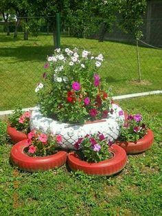 9 Creative DIY Tire Planter Ideas to Upgrade Garden View # and Exterior Tire Garden, Garden Art, Garden Design, Landscape Design, Garden Pallet, Pallet Fence, Tire Planters, Garden Planters, Tyres Recycle