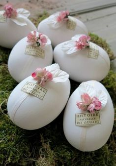 CASA TRÈS CHIC: REVISTA ESPECIAL - PÁSCOA Easter Tree Decorations, Easter Wreaths, Egg Crafts, Easter Crafts, Easter Table, Easter Eggs, Easter Egg Designs, Easter Parade, Easter Projects