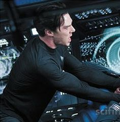 Benedict Cumberbatch in new stills from Star Trek into Darkness. < *tour guides voice* And if you look to your left you will see sexy Khan crushing a mans skull while his muscles pop out of his shirt. Star Trek 2009, Star Trek Tv, Star Wars, Star Trek Reboot, Louise Brealey, 12 Years A Slave, Star Trek Into Darkness, Fandom Crossover, Fantasy Male