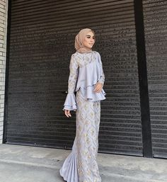 New Dress Hijab Bridesmaid Brukat Ideas S. New Dress Hijab Bridesmaid Brukat Ideas Source by Kebaya Muslim, Muslim Gown, Kebaya Hijab, Kebaya Dress, Hijab Gown, Hijab Evening Dress, Hijab Dress Party, Hijab Wedding Dresses, Dress Brukat
