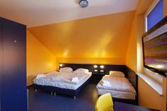 Beispiel: 3-Bett Zimmer mit Gemeinschaftsbad im Bed'nBudget Cityhostel Hannover  Osterstraße 37  Tel.: 0511 / 3606 107  Fax: 0511 / 3606 277  E-Mail: Cityhostel@bednbudget.de  www.bednbudget.de