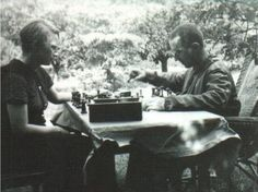 Margarete Steffin and Bertolt Brecht engaged in a game of chess.