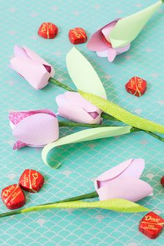 Paper tulip craft project - perfect for mother's day.