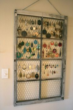 Jewelry Organizer Window Frame Earring Hanger - Check out how to transform the old windows into magnificent projects. Diy Organizer, Jewelry Organization, Diy Jewelry Organizer, Pallet Jewelry Holder, Jewellery Storage, Jewellery Display, Earring Display, Earring Storage, Jewelry Rack