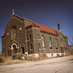 Linwood Presbeterian Church on Linwood Blvd, Kansas City Mo abandoned mansions Abandoned Churches, Abandoned Mansions, Abandoned Places, Kansas City Missouri, Country Barns, Victorian Photos, Church Building, Architecture Old, Haunted Places