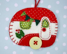 Felt Christmas ornamentVintage trailerVintage by PuffinPatchwork