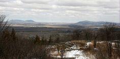 Vue sommet, Mont St-Grégoire, Québec, avril 2016 Avril, Saint, Mountains, Nature, Travel, Naturaleza, Viajes, Destinations, Traveling