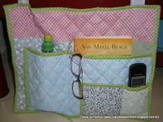 Coisas de Helena: BOLSO DE CAMA COM PAP. Make Do And Mend, How To Make, Bedside Pocket, Mug Rugs, Diy Storage, Diaper Bag, Patches, Mugs, Sewing