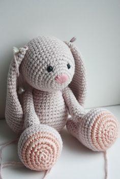Crochet Rabbit Amigurumi Crochet Bunny Patterns - Amigurumi Patterns Tutorials - We have put together the best amigurumi toy rabbit models for you. All amigurumi bunny patterns can be found in this article. Crochet Diy, Crochet Mignon, Crochet Bunny Pattern, Crochet Gratis, Crochet Amigurumi, Easter Crochet, Amigurumi Doll, Crochet Dolls, Baby Knitting Patterns
