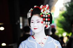 The maiko Ayano (of Pontocho) during her second year to be maiko. Ayano is now a geiko. She is so sweet lady and very famous by the way. (Source)