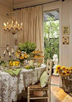 I love this linen with the pretty yellow and green Spring tablescape! #spring #tablescape