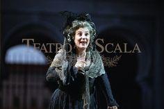 6. TIZIANA TRAMONTI, Costumista FRANÇOISE TOURNAFOND, RegiaALFREDO ARIAS, Teatro La Scala, Milano 1999 Fonte: archiviolascala.it