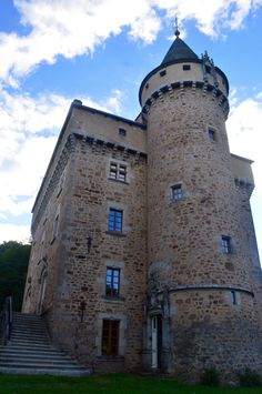 Aveyron, Occitanie, France, Europe // French castle, château français // 3 Tips to Travel Journal Like a Pro by Round Trip Travel