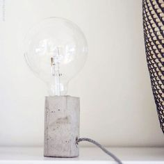 Make this concrete lamp, free template to download. In Swedish.