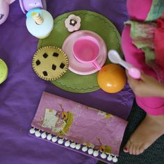 Cute tea towel placemat   Tutorial: portable tea party sewing pattern #free #sewing #kids #diy #crafts