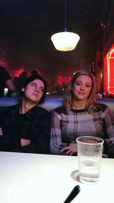 Riverdale Netflix, Riverdale Poster, Bughead Riverdale, Riverdale Funny, Pretty Little Liars, Cole Sprouse Aesthetic, Cole Spouse, Lili Reinhart And Cole Sprouse, Riverdale Cole Sprouse