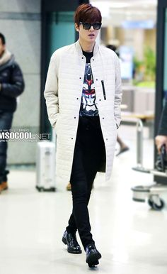 Lee Min Ho | Thank you for always being on point with your airport fashion! | 15 Hot guys we thank for breathing