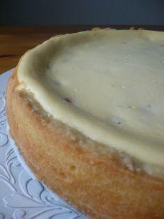 Olen testannut muutamia juustokakkuohjeita, mutta mikään ei ole ollut oikein mieleinen. Monissa kakuissa pinta tai kakkupohja tummui liik...