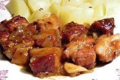 Kostky bůčku (bez kosti) ochucené kmínem, solí a pepřem, upečené v troubě zasypané cibulí a česnekem, podlité pivem smíchaným s worcesterskou omáčkou a kečupem. Czech Recipes, Russian Recipes, Ethnic Recipes, Pork Recipes, Snack Recipes, Cooking Recipes, Snacks, Food 52, No Cook Meals