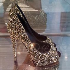 Cheap prom shoes at Ericdress offering silver prom shoes & gold prom shoes are classy. Buy shoes for prom such as women black prom shoes from this reliable site! Glitter Wedding Shoes, Glitter Shoes, Bridal Shoes, Bling Shoes, Sparkle Shoes, Black Sparkle, Glitter Dress, Bling Bling, Wedding Heels