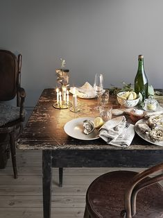 Oysters for Christmas is a French tradition. Oysters with vinegar, red onions and lemons. Love this vintage table setting with washed linen and candles.
