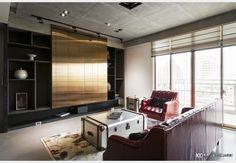 新莊葉宅_工業風設計個案—100裝潢網 Flat Screen, Kitchen Cabinets, Home Decor, Blood Plasma, Decoration Home, Room Decor, Cabinets, Flatscreen, Home Interior Design