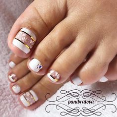 White Daisy Nail Design. Viewed nowadays as more a fashion activity and something which enables for originality and expression of your respective own fashion, the nail designs and art are viewed to be a major area of trend and beauty.