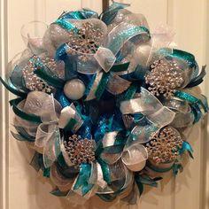 Deco mesh Christmas wreath